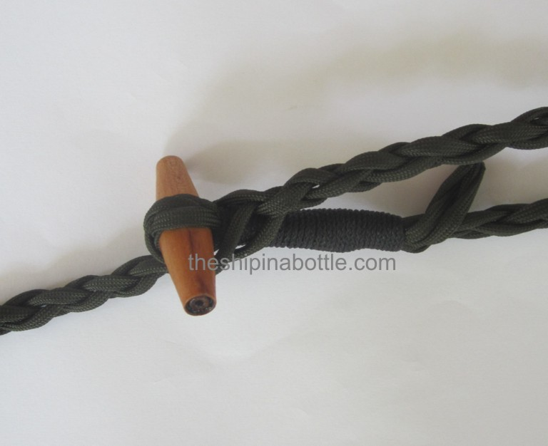 Securing the toggle in a point along the rope